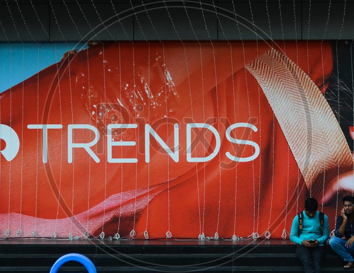 Reliance Trends Apparel and Clothing logo