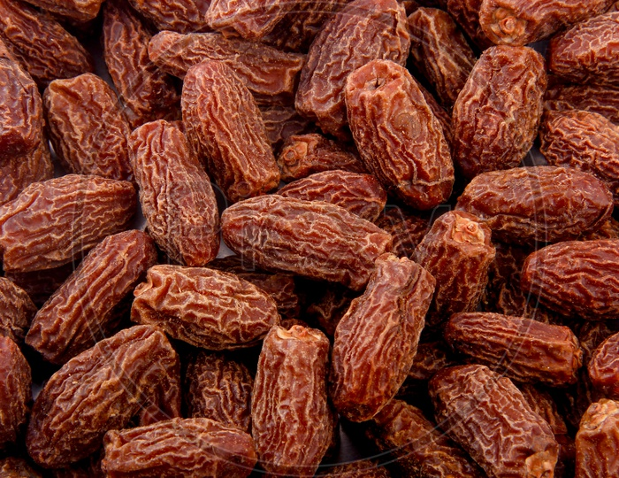 Dry Dates Situated Arbitrarily