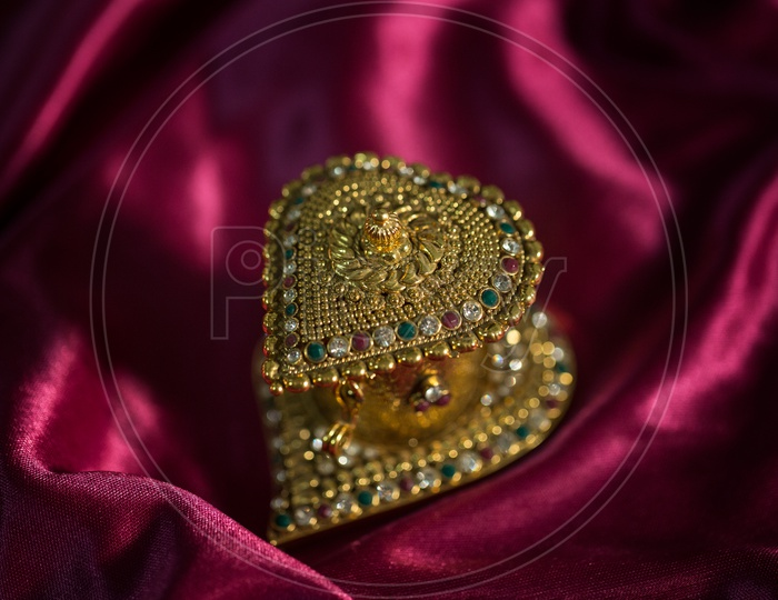Indian Made Heart Shaped Gold Pendent Jewellery For Bridal Collection Closeup Shot