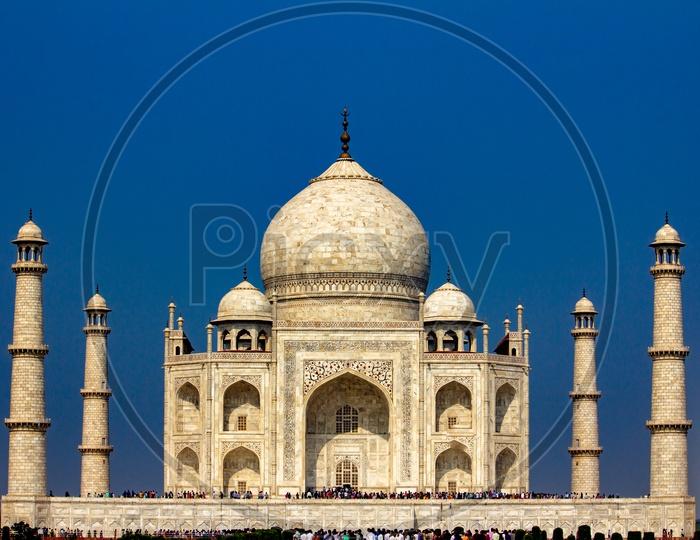 Landscape of Beautiful Taj Mahal