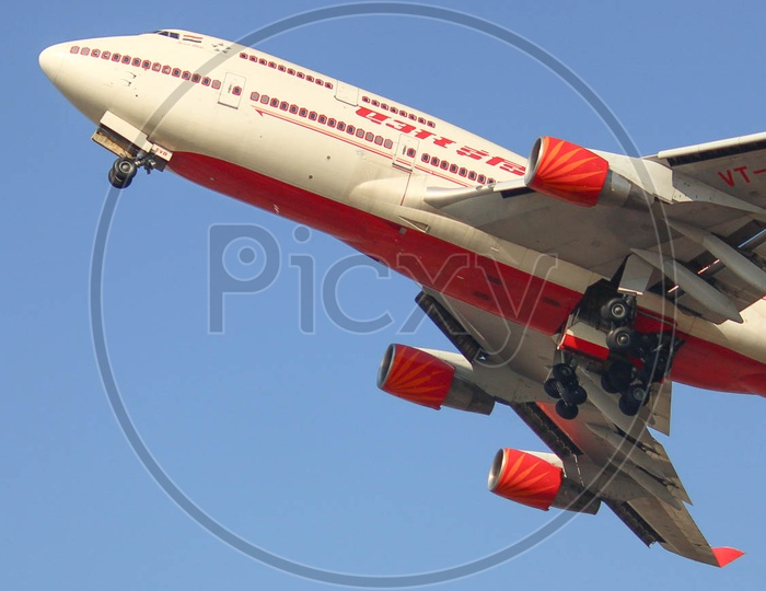 Air India B747 taking off for its fight to hyderabad onward to Jeddah.