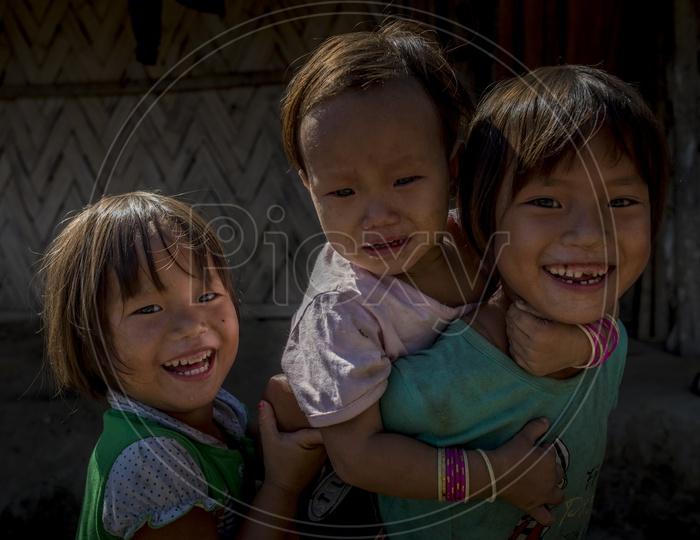 Smiling kids in Aalo Jamlo Mongku Adi, Minyong Tribe