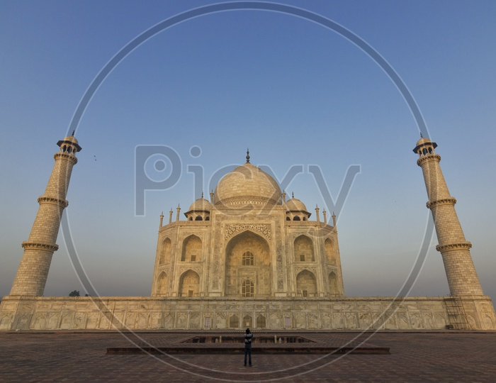 Amazing view of Taj Mahal in the Evening in Agra