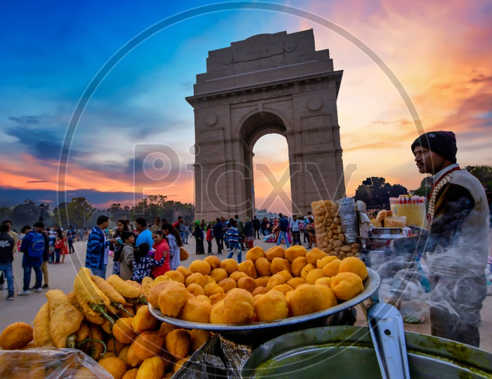 Street vendors selling street food at india gate during sunset dusk hours