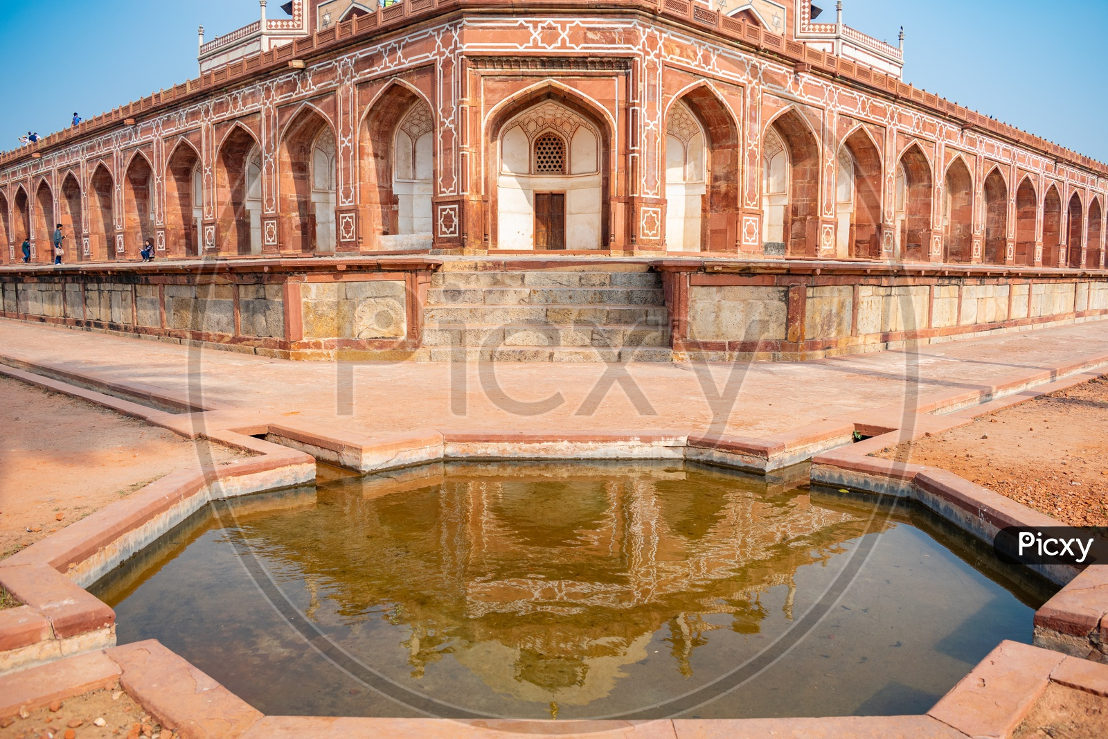 Humayun'S Tomb With It'S Reflection