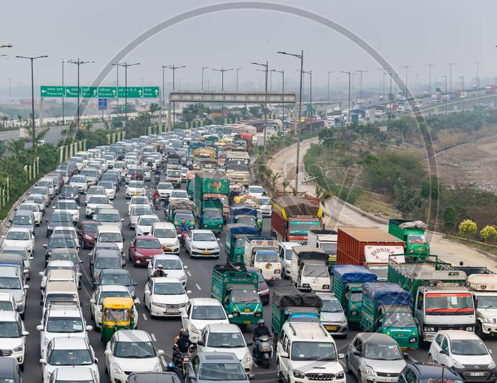 Heavy Traffic congestion at outer ring road in Delhi