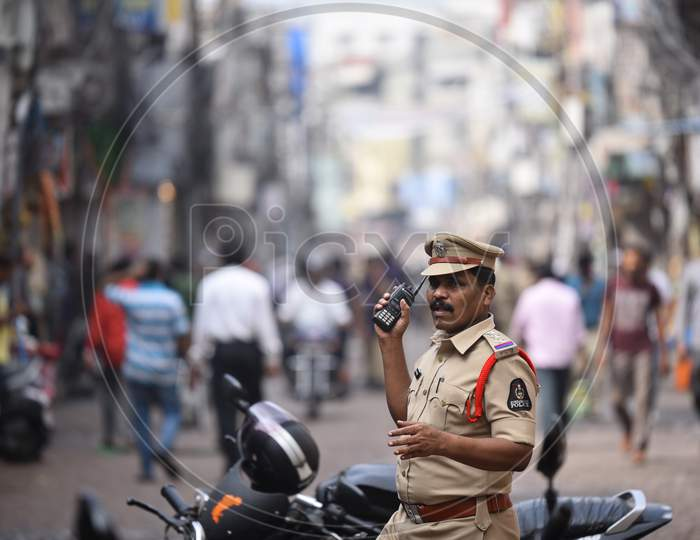 Police protection at Lad Bazaar to detain protesters against CAA 2019
