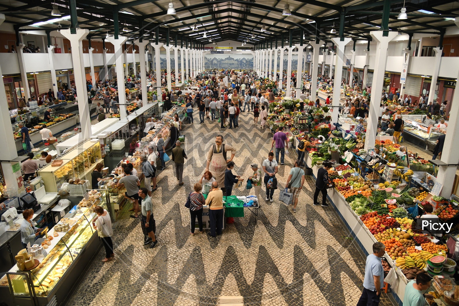 Famous Flea Markets in Lisbon With Stalls