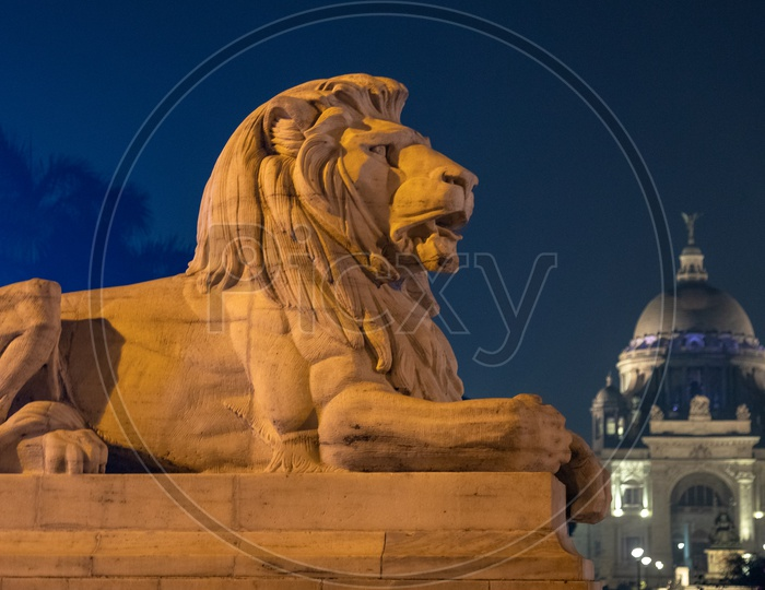Lion statue infront of a palace in Kolkata