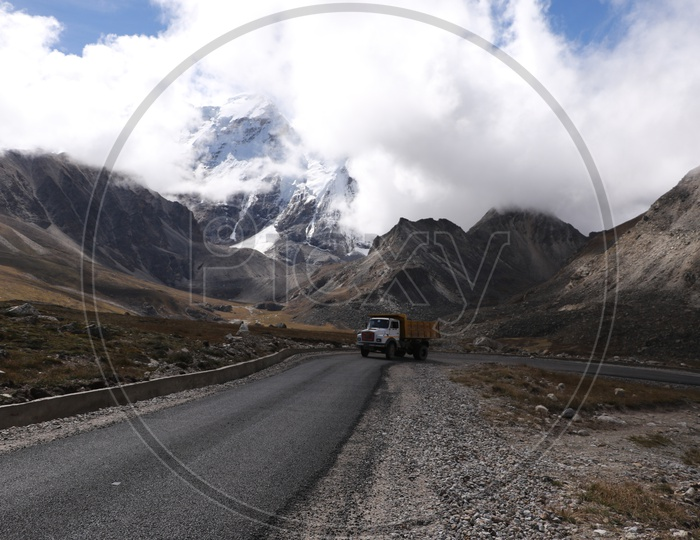Roadways of Sikkim with beautiful mountains in the background