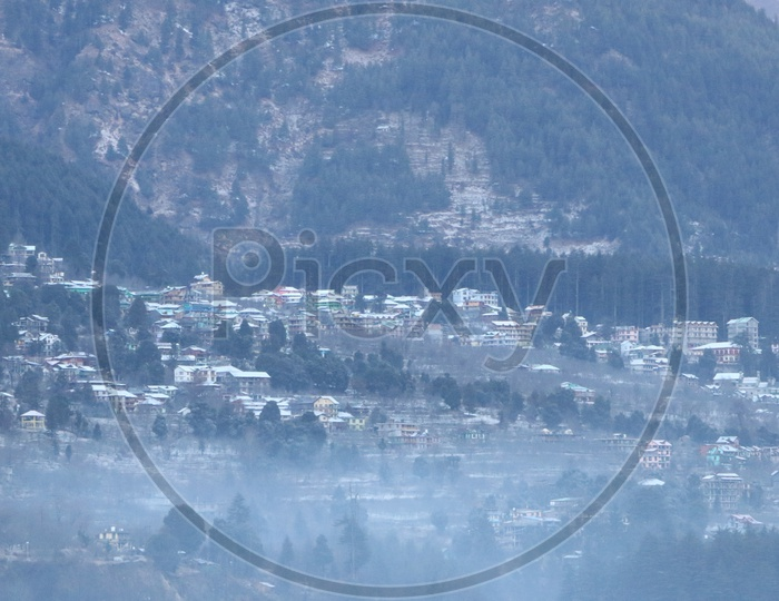 Landscapes of Manali - Mountains, houses & trees