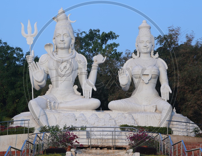 Lord Shiva and Parvathi Statue