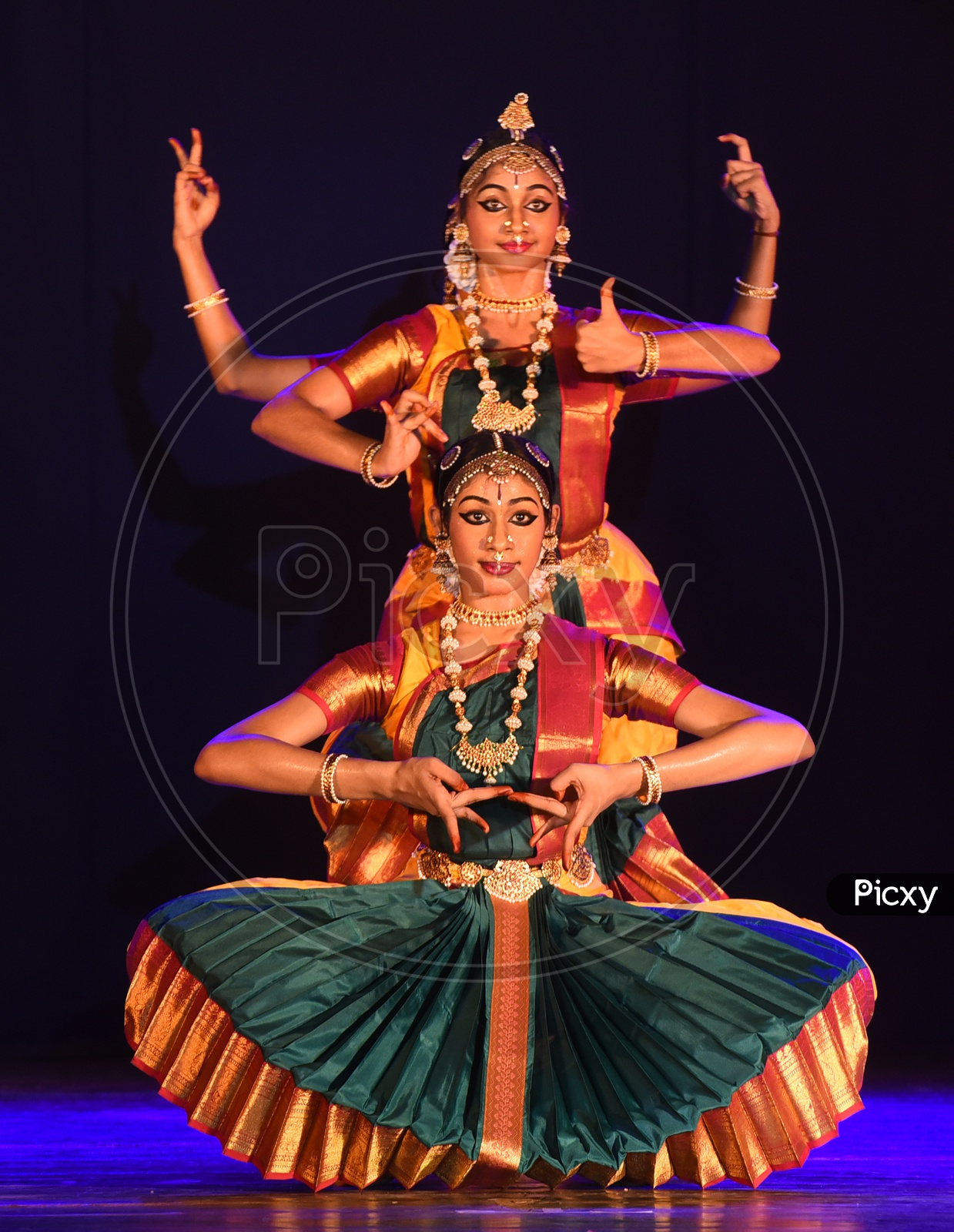bharatanatyam dancers performing on stage