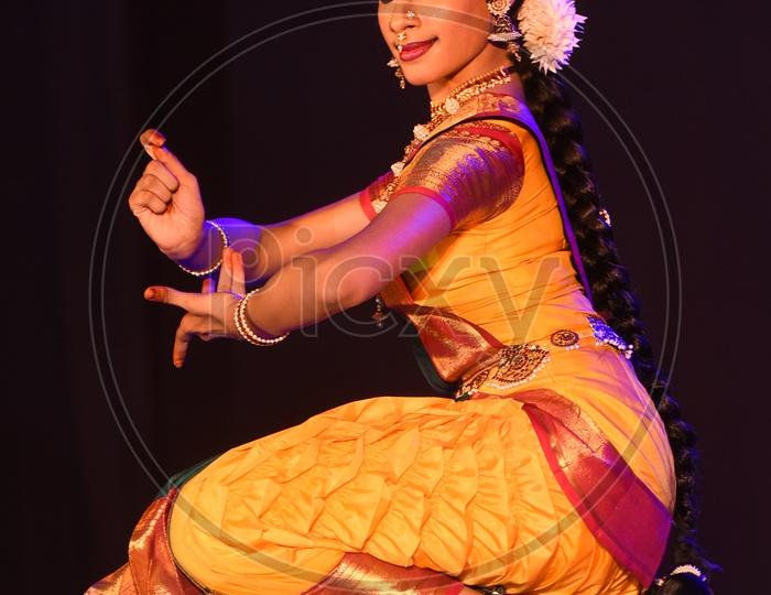 bharatanatyam dancer performing on stage