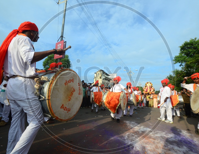 Great Maratha Dol Tasha by Young Indians on the Streets Of India
