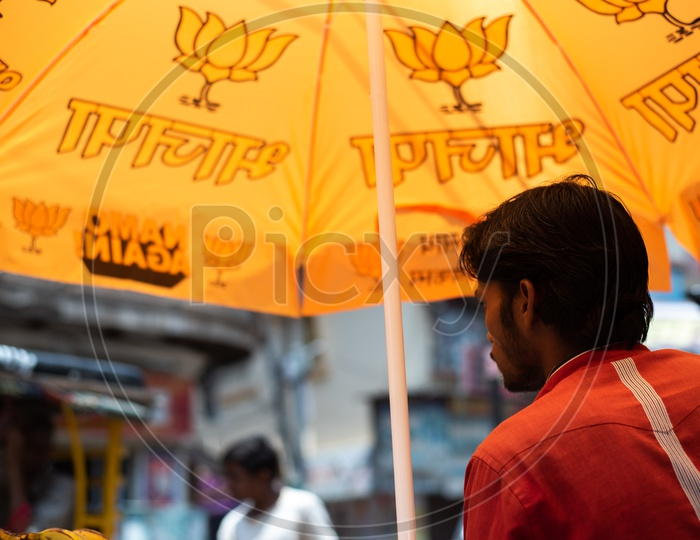 BJP Has Distributed  Umbrellas With BJP Party Symbols For Street Vendors  All Around Varanasi As Election Campaign  For  Lok sabha Election 2019