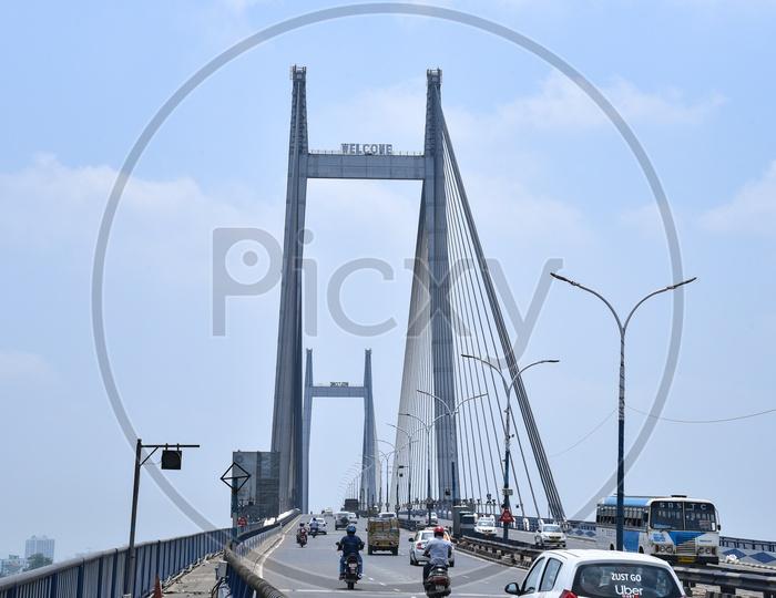 Commuting Vehicles on The  VidyaSagar Setu   over Hoogly River