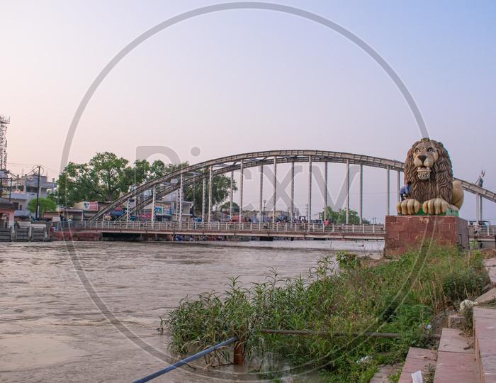 Pandit Deendayal Upadhyaya Ganga Bridge over Ganga Canal and a Lion Statue