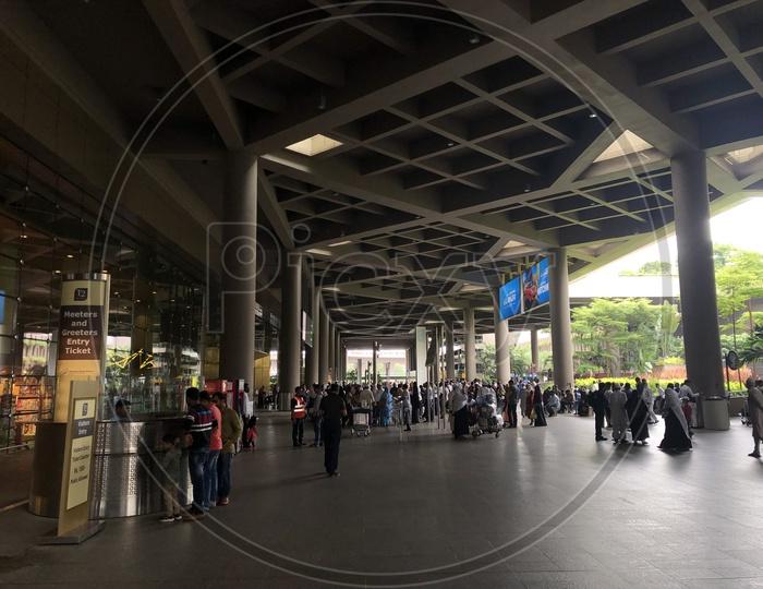 Mumbai Terminal 2 Entrance Lounge With Passengers Travel Scenes