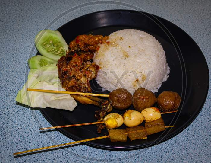 Complete penyet sauce fried chicken nasi rames (indonesian food)