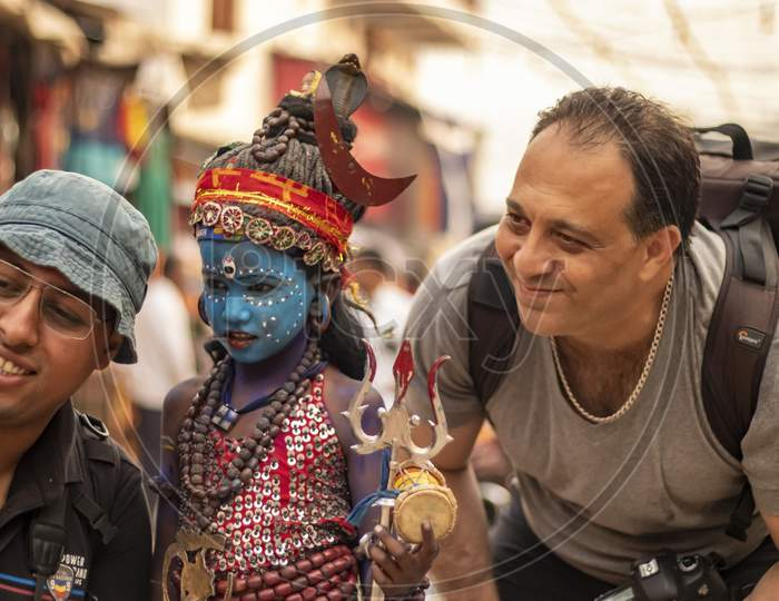 A poor kid dressed as lord Shiva became center of attraction among tourists in Pushkar Fair
