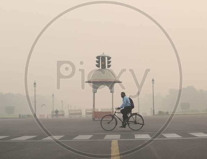 Rajpath under heavy smog conditions near India Gate in New Delhi on November 9, 2020.