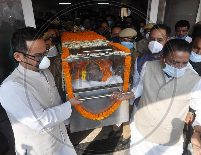 Body of former chief minister Tarun Gogoi leaving GMCH for his resident in Guwahati on Nov 24,2020.