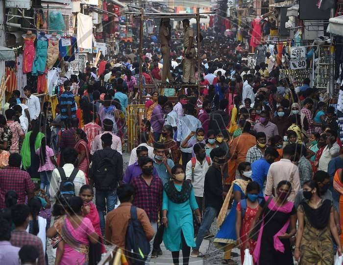 People Shopping AtTNagar Ahead Of Diwali Festival, In Chennai,Tuesday, Nov.02.2020.