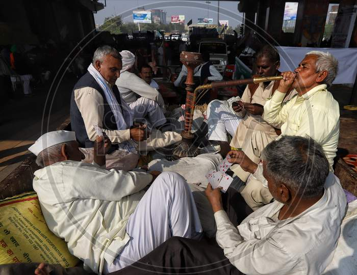 The farmers from western Uttar Pradesh protest at the Delhi-Ghaziabad UP gate border. Farmers want to reach the national capital to join the bigger agitation launched by farmers of Punjab and Haryana against the Centre's agriculture reform laws on Dec 2, 2020.