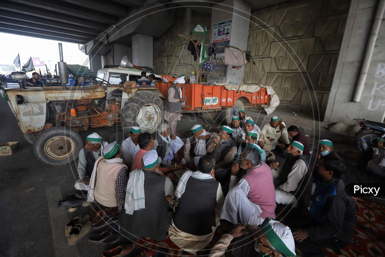 Farmers from western Uttar Pradesh at the Delhi-Ghaziabad UP gate border. They want to reach the national capital to join the bigger agitation launched by farmers of Punjab and Haryana against the Centre's agriculture reform laws on Dec 2, 2020.