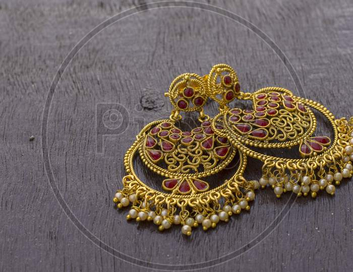 Golden Color Ear Ring With Beautiful Design