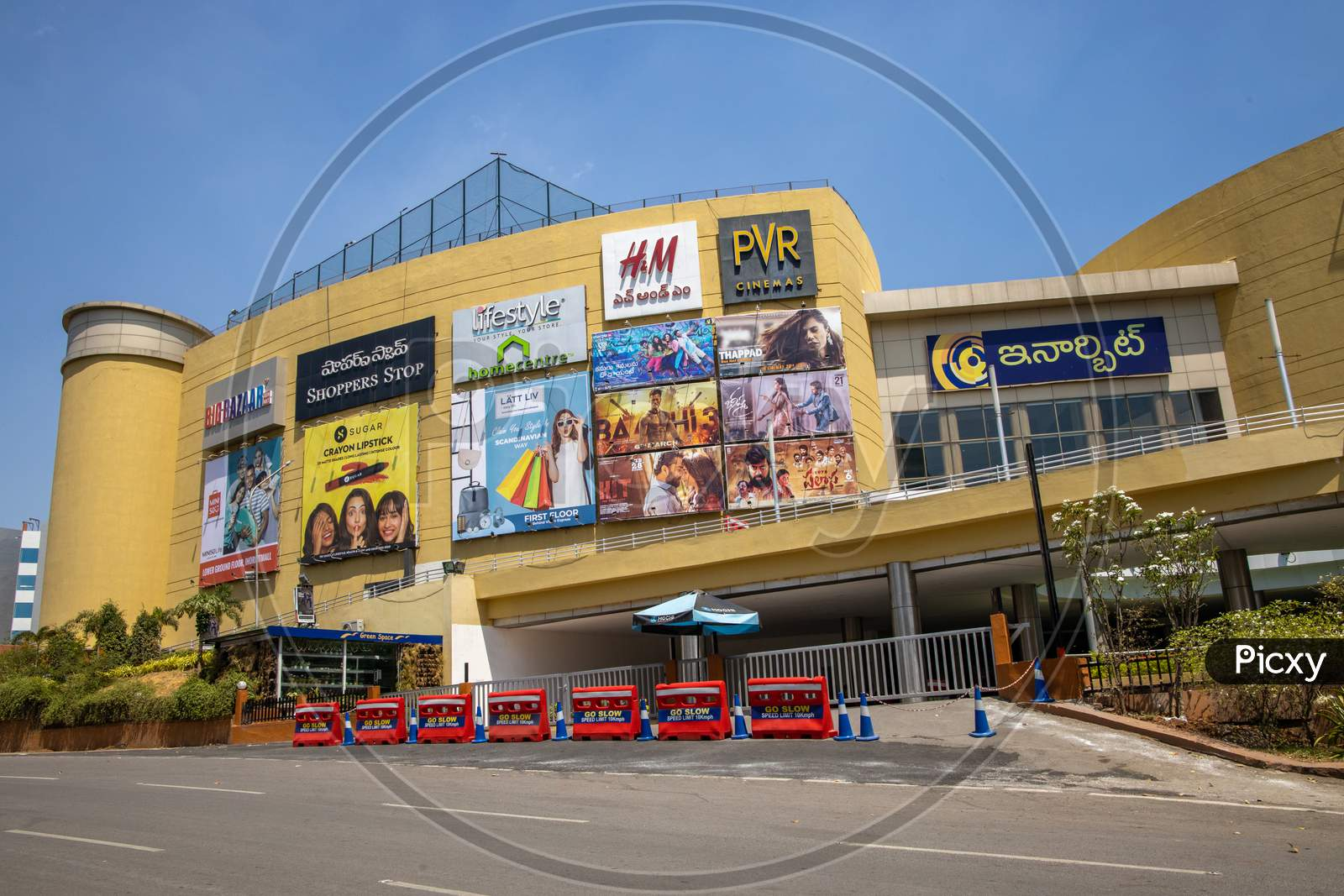 Inorbit Mall Has Been Closed As A Part Of  Janata Curfew , As Indian Prime Minister Narendra Modi Called For A 14 Hour Janta  Curfew Or Self-Imposed  Quarantine To Break The  Highly Contagious  Covid 19 Or Corona Virus Spread