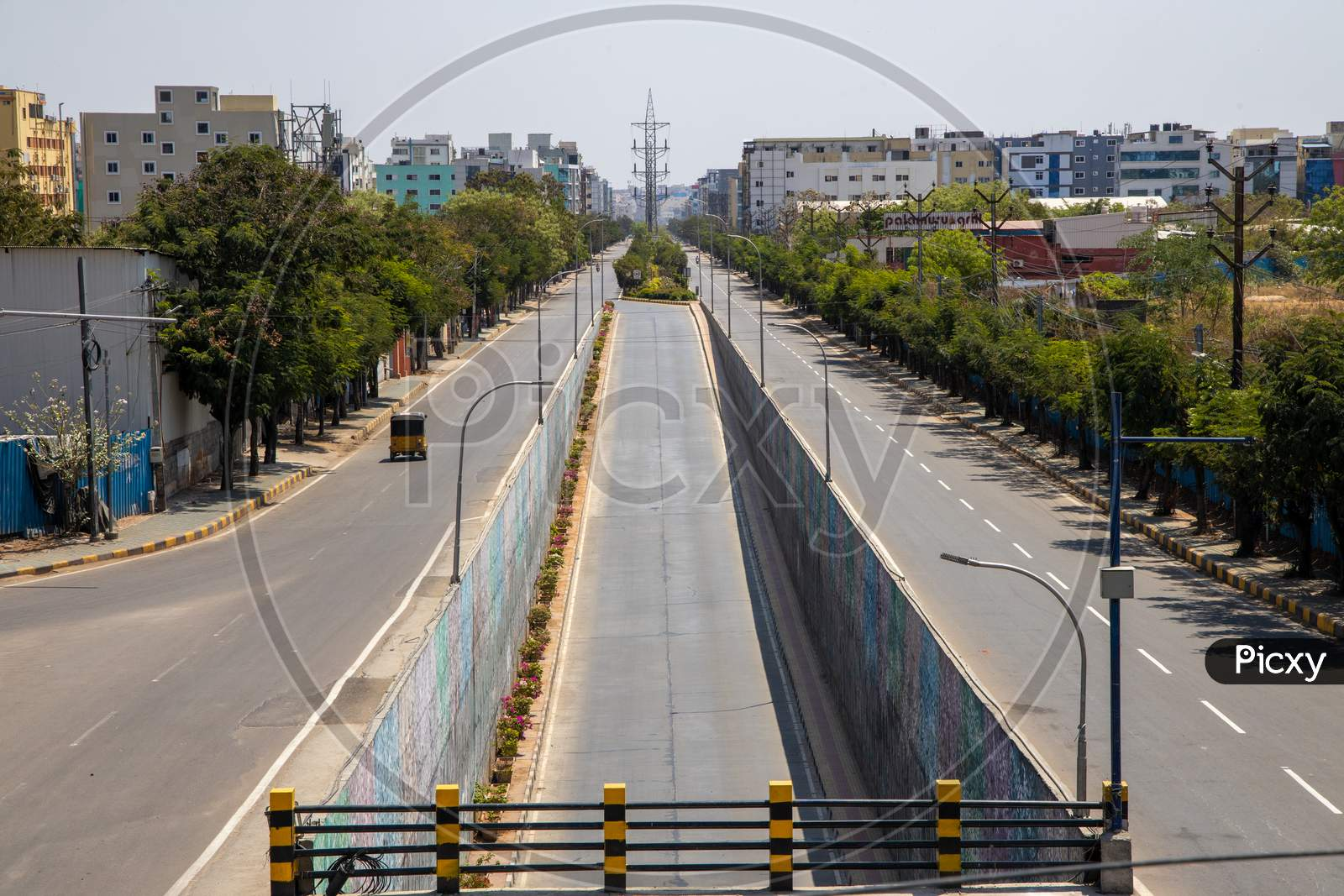 Janata Curfew , Deserted Roads At Busy Madapur 100 Feet Road  In Hyderabad  As Indian Prime Minister Narendra Modi Called For A 14 Hour Janta  Curfew Or Self-Imposed  Quarantine To Break The  Highly Contagious  Covid 19 Or Corona Virus Spread