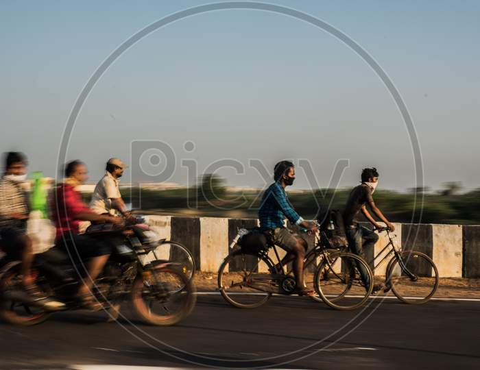 Migrant workers going back to their homes during the lockdown due to covid-19 or coronavirus outbreak in india