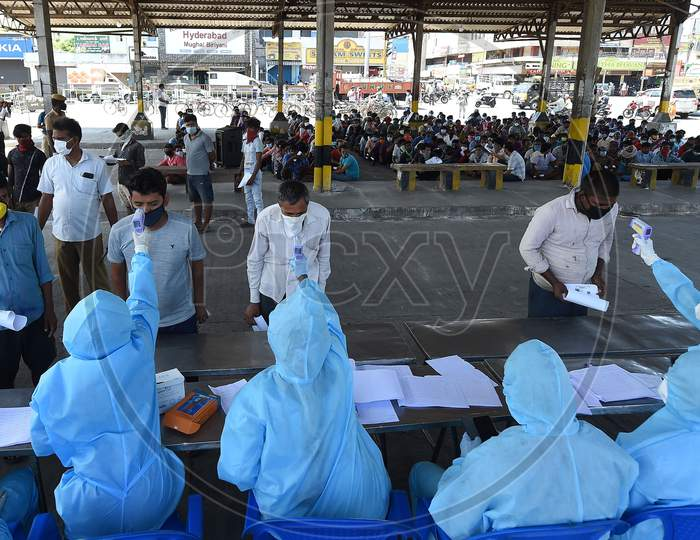 Health Workers Conducting The Thermal Screening Of Migrant Labourers From Bihar During The Ongoing Nationwide Lockdown In The Wake Of Coronavirus Pandemic, In Chennai