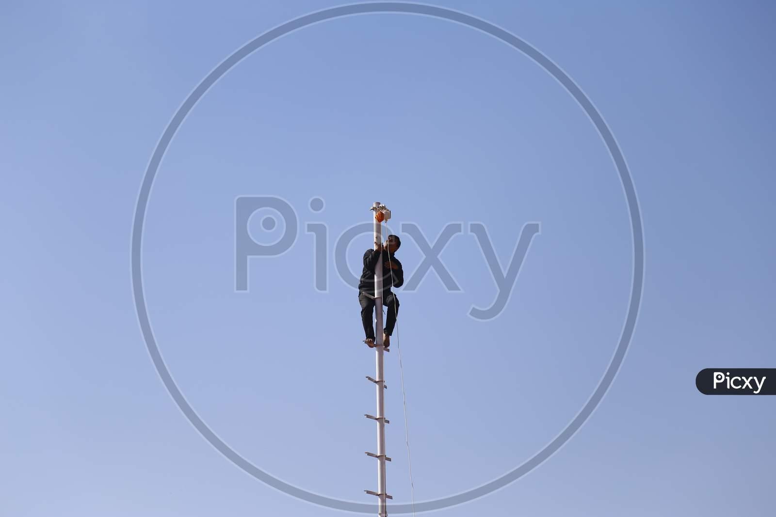 A Man Standing On Pole In Nagaur Cattle Fair