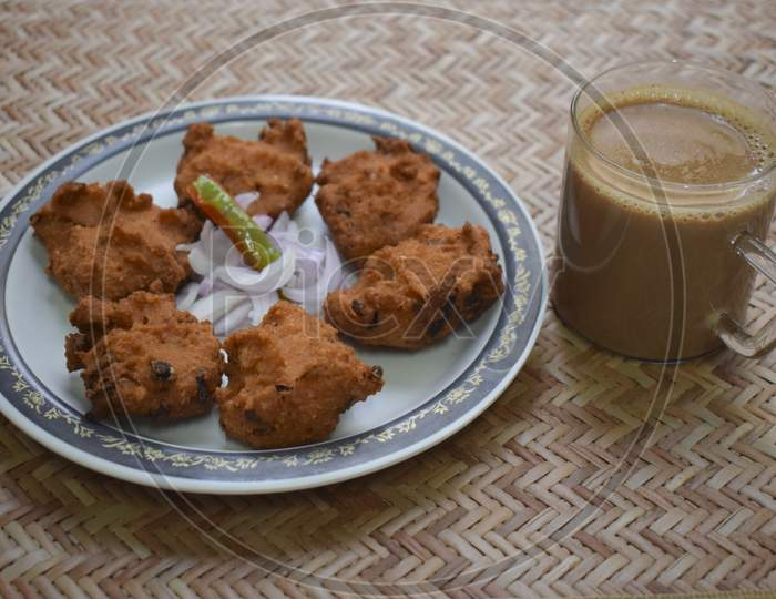 Dal Vada With Tea