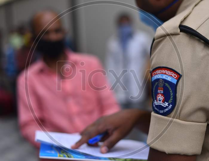Cyberabad Police register details of Migrant workers to send them to their native states through Shramik Special Trains during the ongoing lockdown amid coronavirus pandemic, May 19,2020