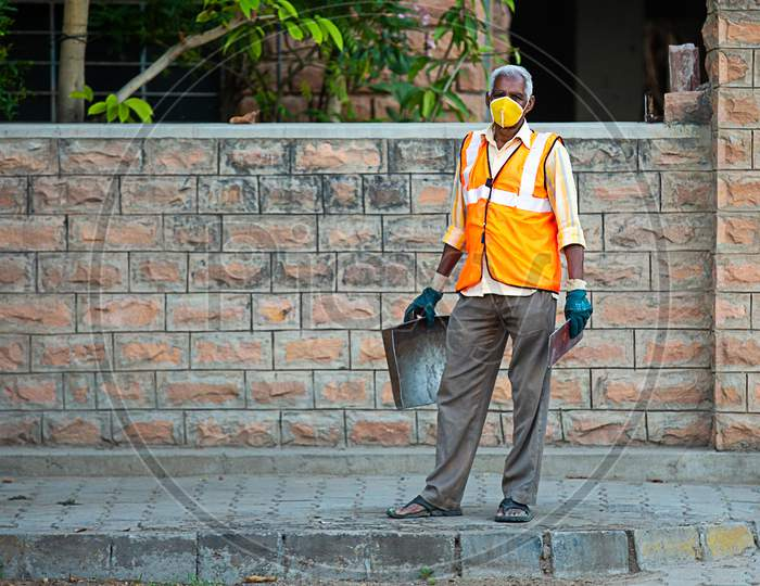 Jodhpur, Rajashtbn, India. 30 March 2020: Indian Cleaning Service, Old Man Wearing Protective Mask Standing, Coronavirus, Covid-19 Outbreak In India. Garbage Cleaner.