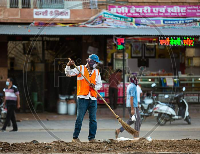 Jodhpur, Rajashtbn, India. 30 March 2020: A Man Sweeping The City Road In The Morning Manually With A Traditional Broom.Coronavirus, Covid-19 Situation.