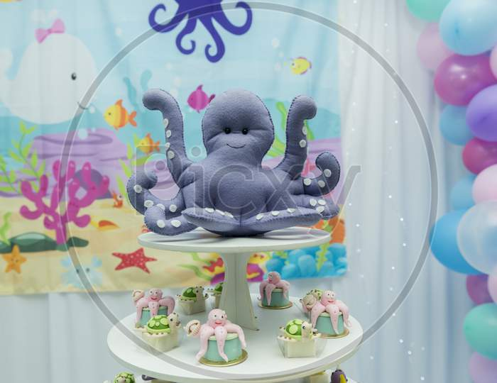 """Children'S Party Decor On """"The Seabed"""" Theme. Personalized Octopus Candy. Children'S Party Decorated With Personalized Candies. Children'S Birthday Party."""