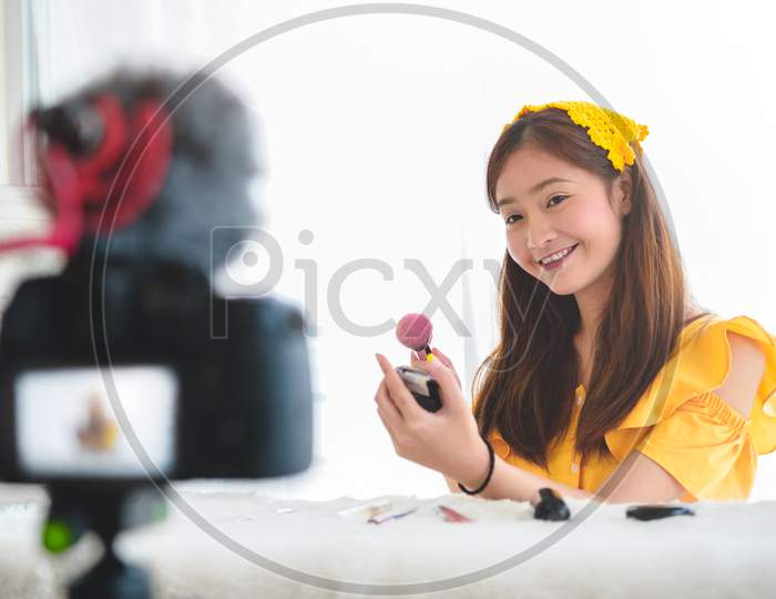 Happy Asian Young Beauty Blogger Girl Training How To Be Make Up Artist In Home Studio. Woman Speaking In Front Of Camera As Vlogger. Female Vlog Blogger Recording Video Tutorial Upload To Internet