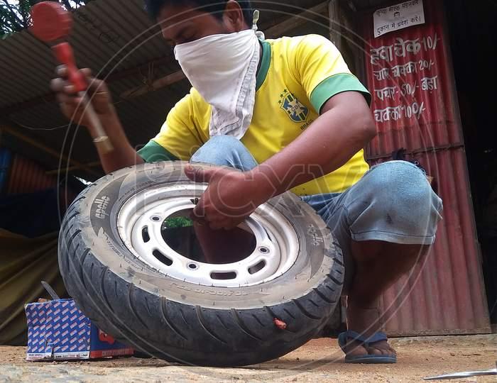 The automobile mechanic