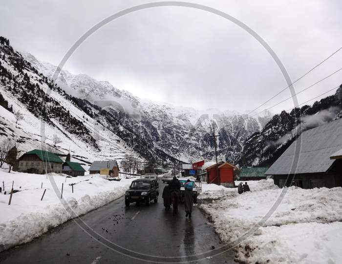 road passing through the frozen snow in Sonmarg