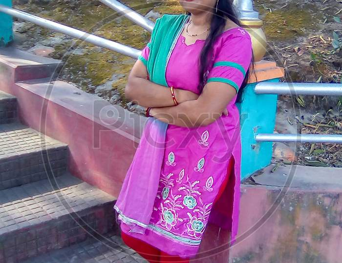 Picture Of An Indian Housewife Wearing A Salwar Kameez