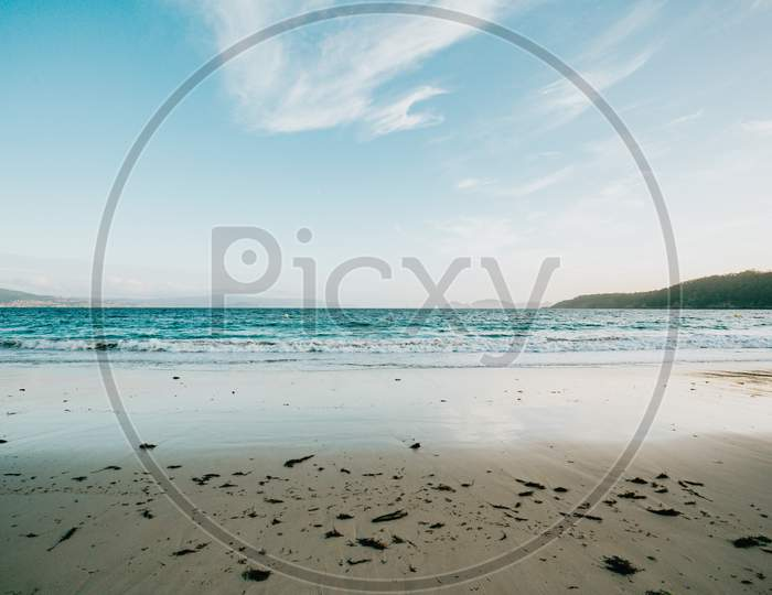 Clean And Minimalistic Shot Of A Beach During A Bright And Sunny Day Of Summer