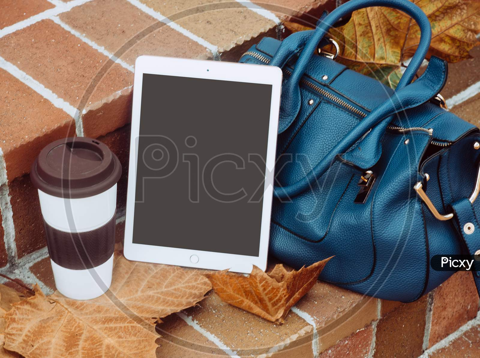 Tablet and beg gadget
