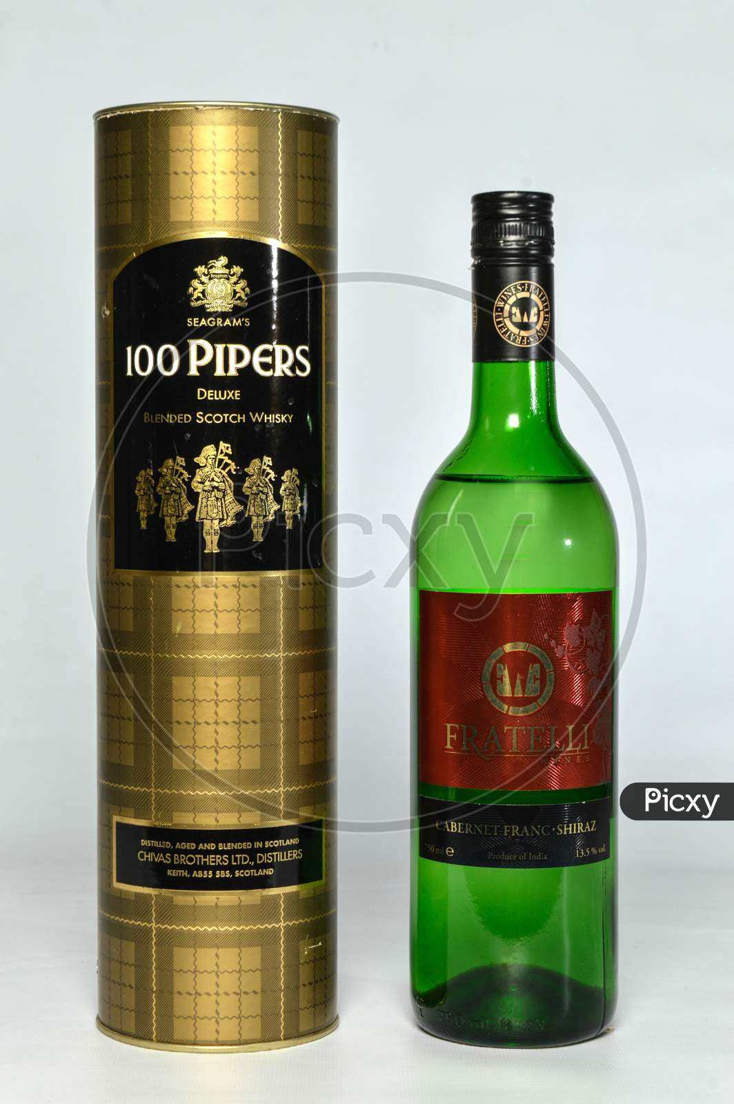 Seagram'S 100 Pipers Deluxe Blended Scotch Whiskey And Fratelli Wines Isolated On White Background 750 M.L.