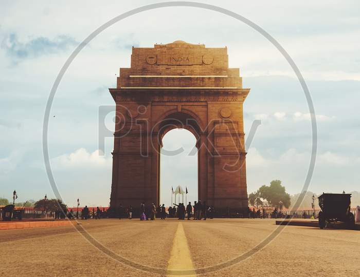 Dramatic Angle View Of The India Gate Monument In New Delhi, India. A War Memorial On Rajpath Road