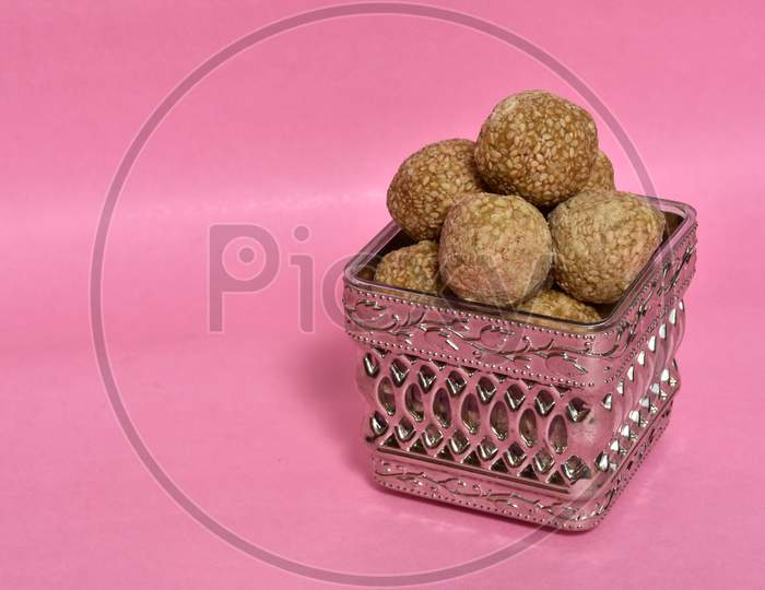 Til ke Ladoo or Til laddu or sesame sweet laddu top view in the box.